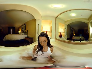 20942_in-the-bathtub-with-vr-gamer-girl-kateri