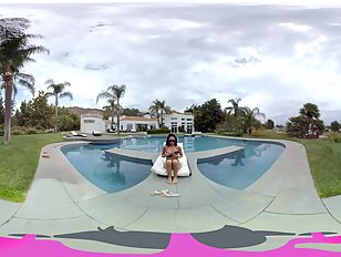 32435_VRBANGERS_A_DAY_AT_THE_POOL_trailer_gearVR